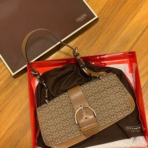 Coach handbag in signature canvas